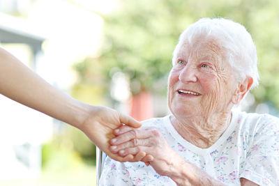 Cuidados en el anciano: las mejores formas y lugares